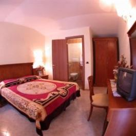 3 Coins Trevi Fountain Bed Breakfast Rome