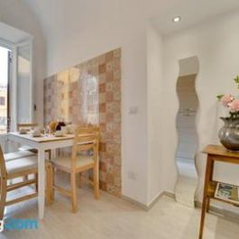 Beautiful 2 bed flat in front of the Colosseum