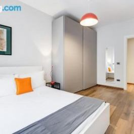 Colourful 2 bed flat in San Giovanni
