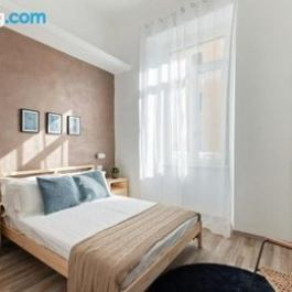 Large and colorful 4 bed flat Termini Station
