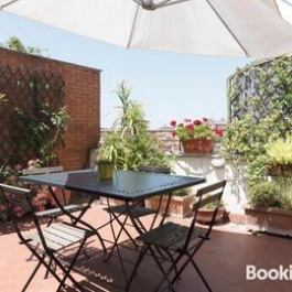 Lovely 2 bed flat wTerrace in San Giovanni